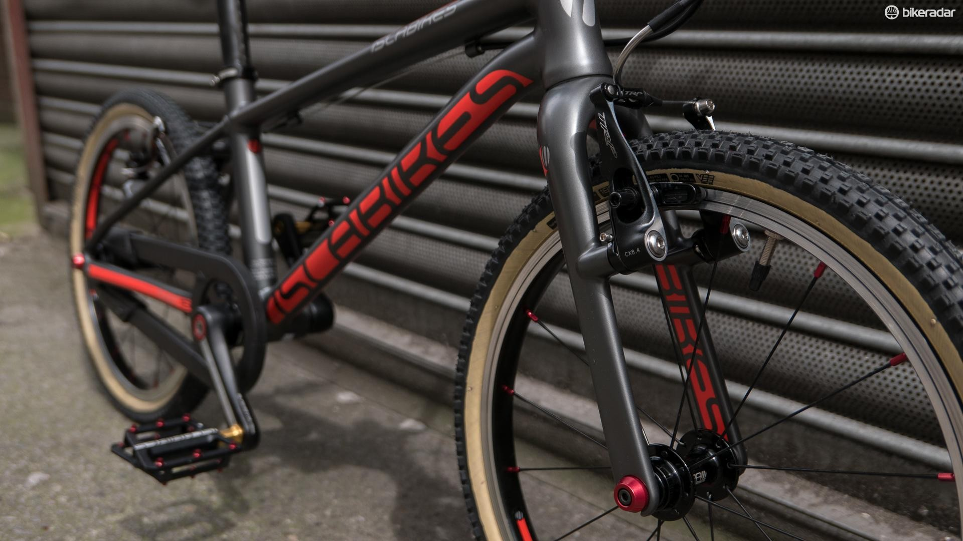 The Cnoc 16 uses a carbon fork and neat TRP mini V-brakes