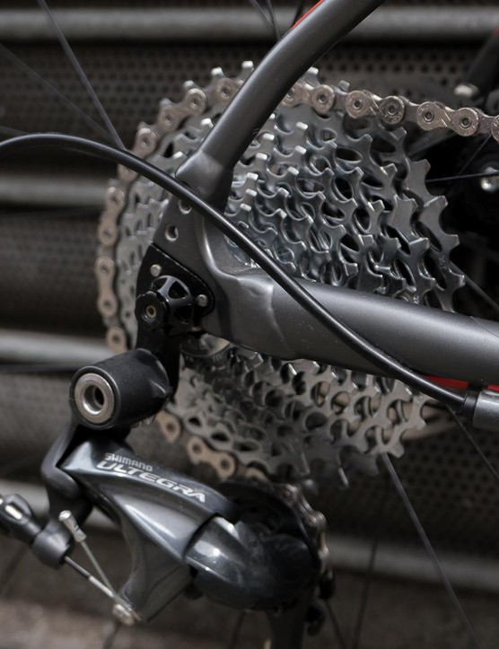 An 11spd Ultegra derailleur and 11-36t SRAM cassette is paired to a single ring up front