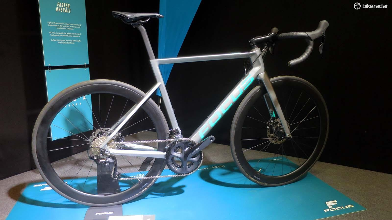 Entry into the Max range starts with this 8.7 at £2,649 with Alex carbon wheels and Shimano's latest 105