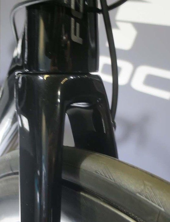 On the 8 Series bikes the front hydraulic hose routes externally from the bar and into the fork crown, on 9 series bikes the hose is completely internal