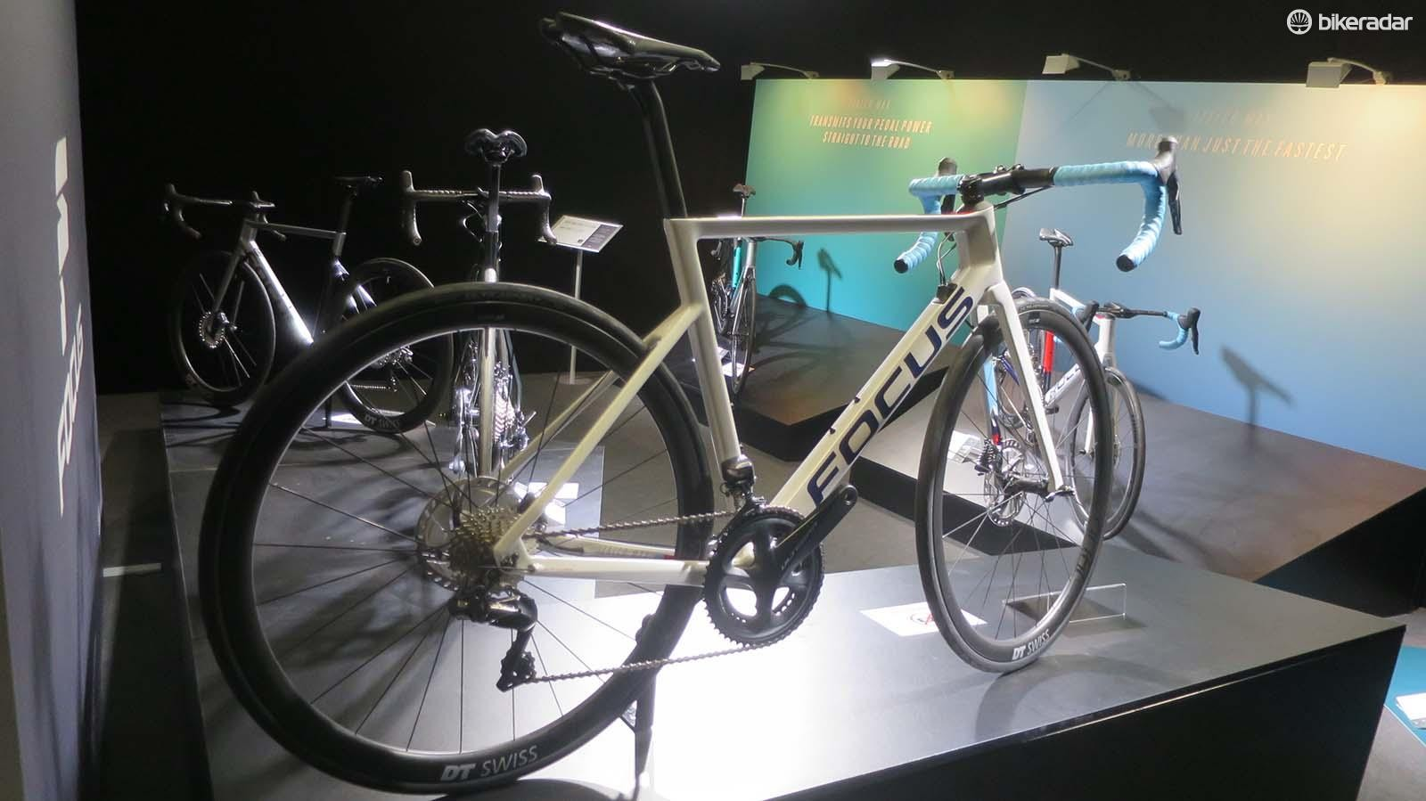 The £4.499 8.9 Max comes fitted with Shimano Ultegra Di2