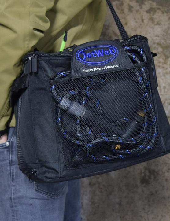 Even fully filled, the JetWet is easy enough to carry around