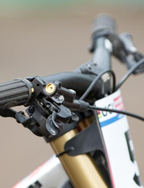 Bryceland runs 800mm wide carbon bars from ENVE