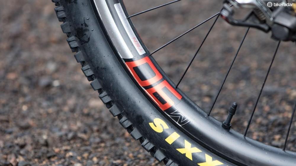 josh-bryceland-santa-cruz-v10-cc-pro-bike-2016-8-1461649164278-posklsve7zi1-1000-90-d7d7ac2