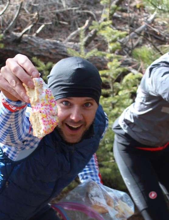 Nick and Kristen Legan, both of whom have written for BikeRadar, were on hand with doughnuts to fuel racers
