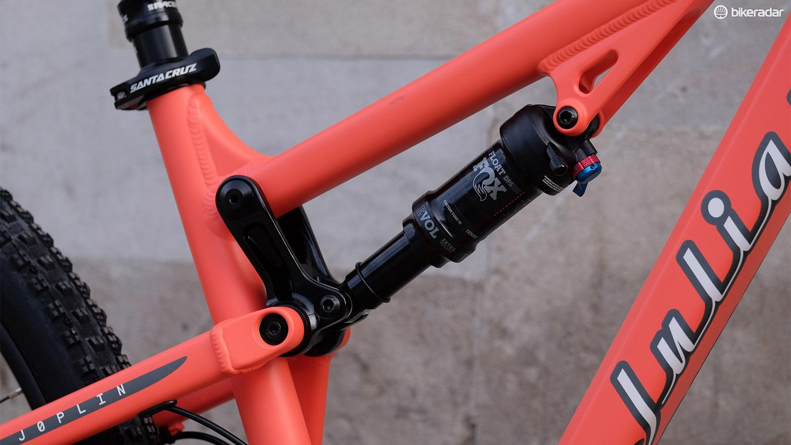 The Fox Float Performance DPS shock controls the frame's 110mm travel