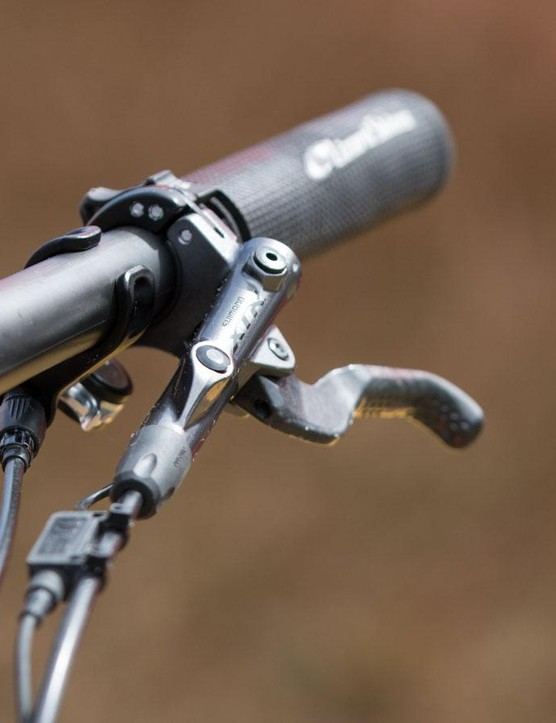 Keeping it light, Shimano XTR Race brake levers are in use