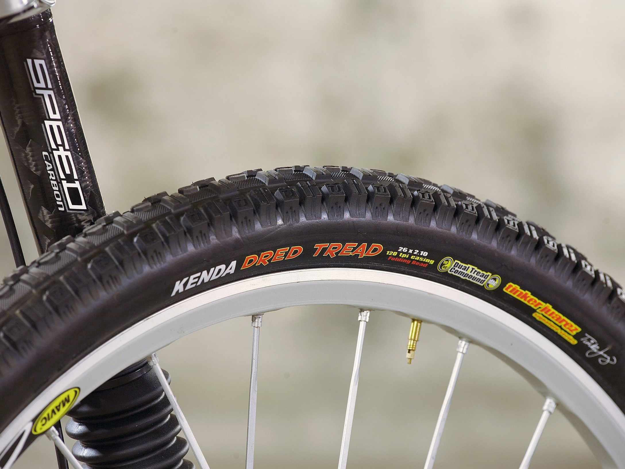 A light tyre with improved traction.