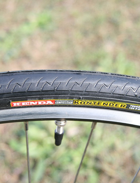 Lightly-treaded 26mm tyres make for comfy rolling