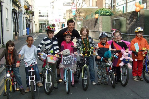 Brighton schoolchildren 'blinged' their bikes to draw attention to a traffic reduction campaign