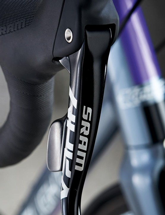 The 4S keeps shifting simple with 1x SRAM Apex
