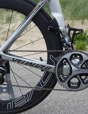 Apparently Kittel had much to do with the aesthetic of the bike, working closely with Specialized artists to produce this impressive finish. For gearing, the German is using 53/39 rings and an 11-25 cassette