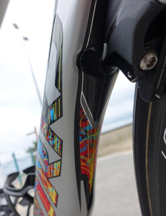 Even the cutout on the down tube for the front brake received the motif colors and lines