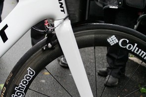 Besides the entirely bespoke bar and stem system the Giant's fork looks relatively standard.