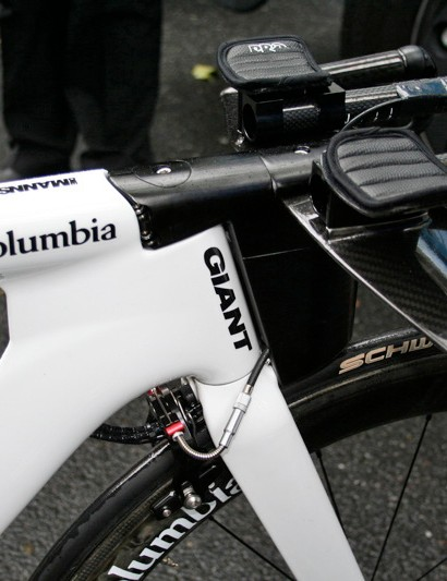 The huge head tube area is where things get really unusual on Giant's latest TT prototype.