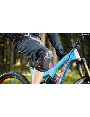 Seb Stott tests six MTB knee pads