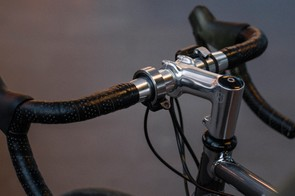 The Knog Oi bell with an alloy finish