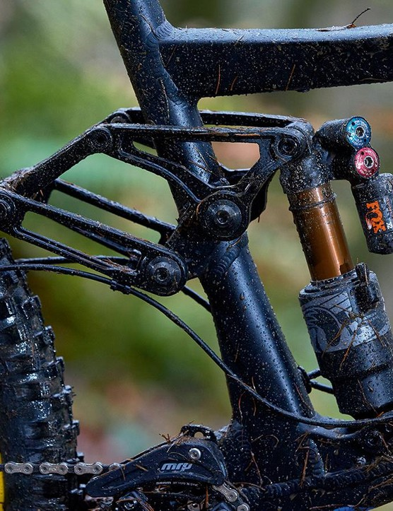 The Fourby4 suspension looks complex but is basically a four-bar design
