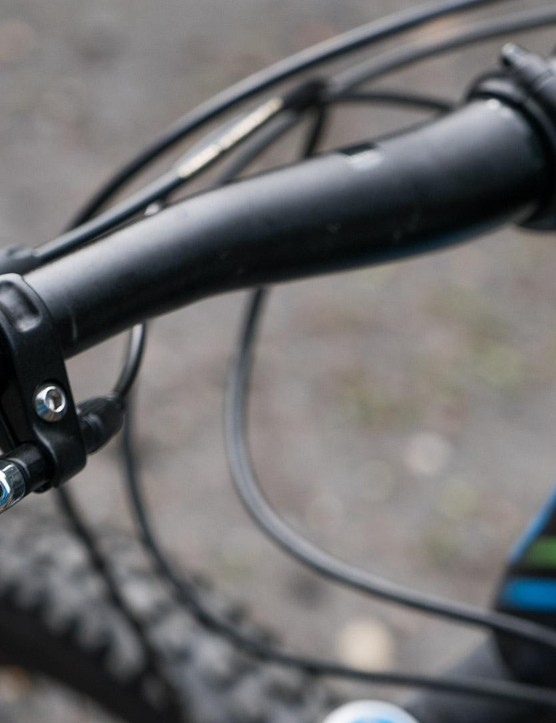 The KS Lev Integra dropper has a pleasant to use underbar remote