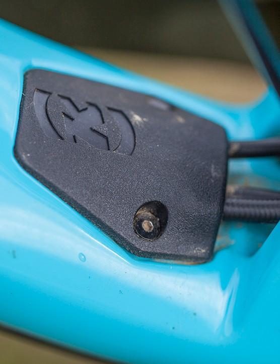 On the carbon Process, the exit port cover for the internal cable routing integrates a spare mech hanger, hidden away in the downtube