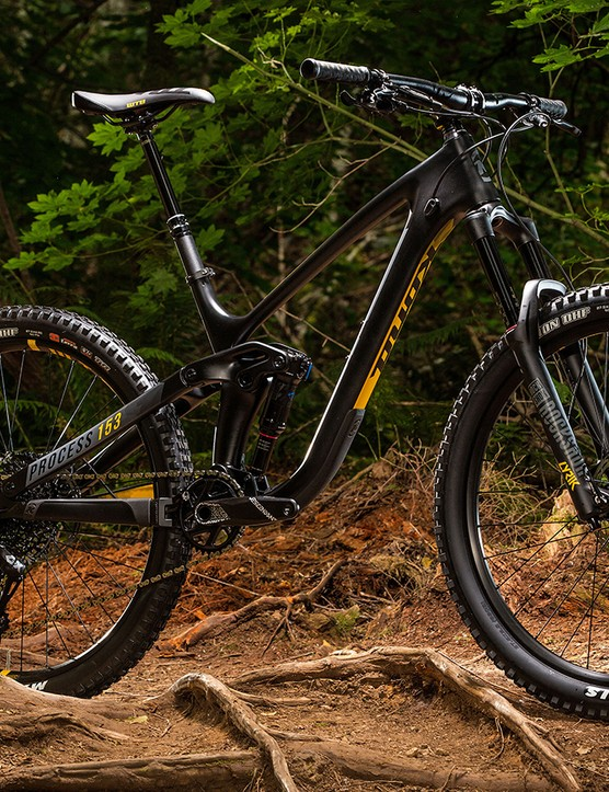 Process 153 CR 27.5 is the slightly cheaper carbon option in the range. A complete build will set you back £4,799