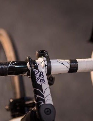 The stem and handlebars also received customisation