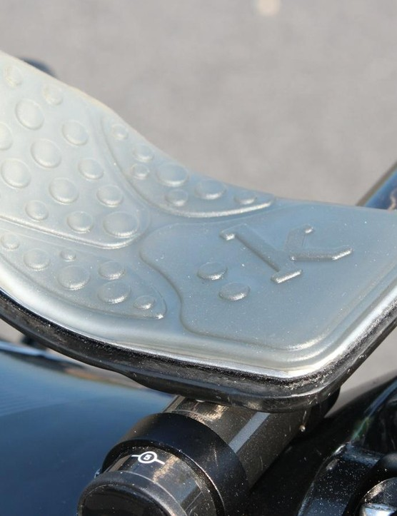 Fizik gel pads sub in for Zipp's standard foam options