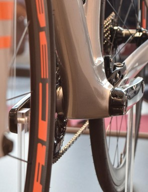 The Lisse's bottom bracket is designed to direct airflow to the non-driveside of the bike
