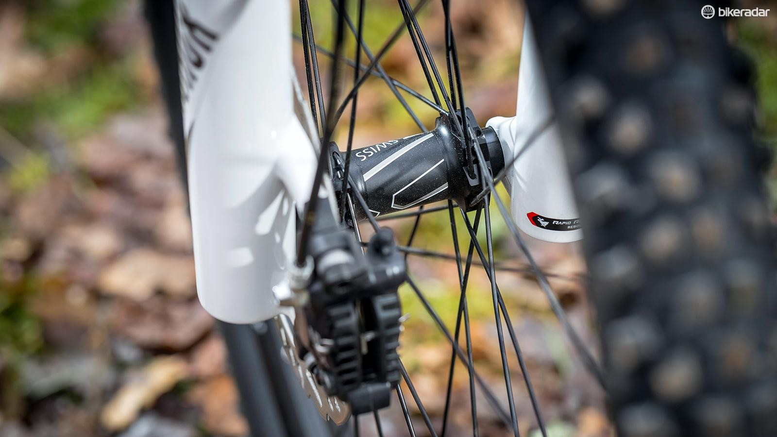 The KTM-DT Pro II Trail rims are fitted on lightweight DT Swiss hubs