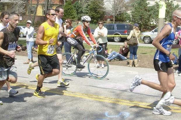 Lance Armstrong running on Heartbreak Hill during the 2008 Boston Marathon.