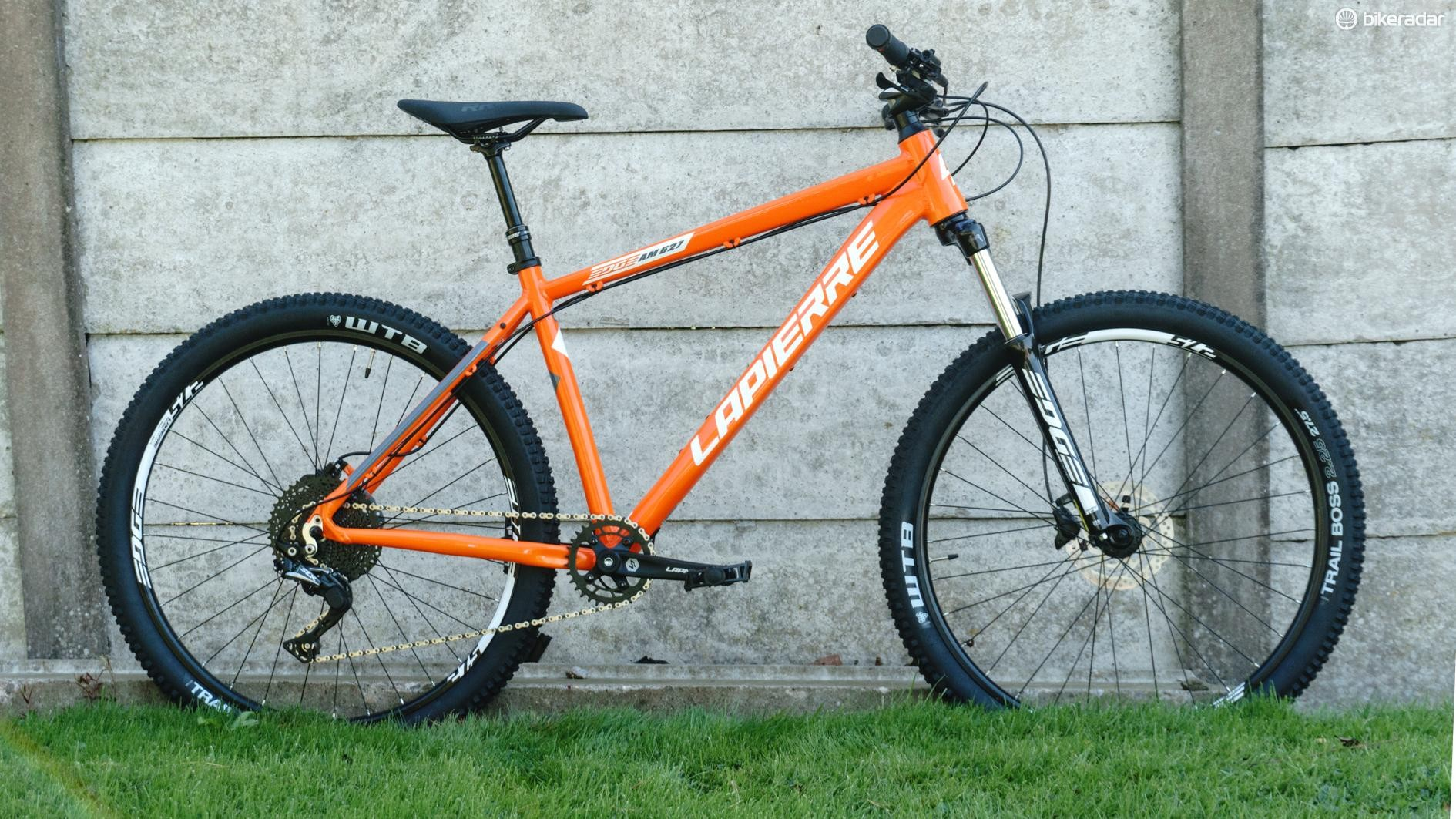 The Lapierre Edge AM 627 may have the likes of Calibre shaking in its direct-sale boots