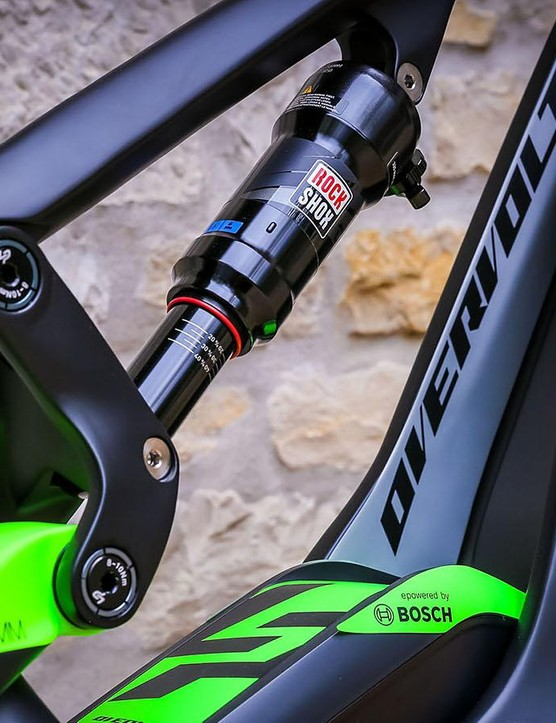 Due to the split in the down tube, there's a big pocket created just above the battery which can fill with mud. Luckily Lapierre reps say the brand is working on a water bottle which will fill tha gap and prevent this from happening