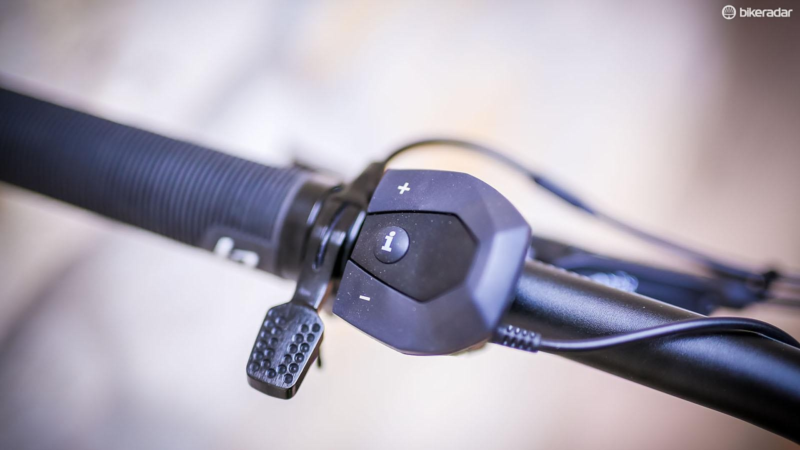 Toggling between power modes is easy thanks to the big Bosch bar-mounted remote, which is nestled nicely next to Lapierre's new dropper post remote