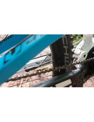 Trucking up and down techy trails, the mass of the bike and the progressive rear end draw a surprisingly large amount of grip out of the Schwalbe Hans Dampf rubber