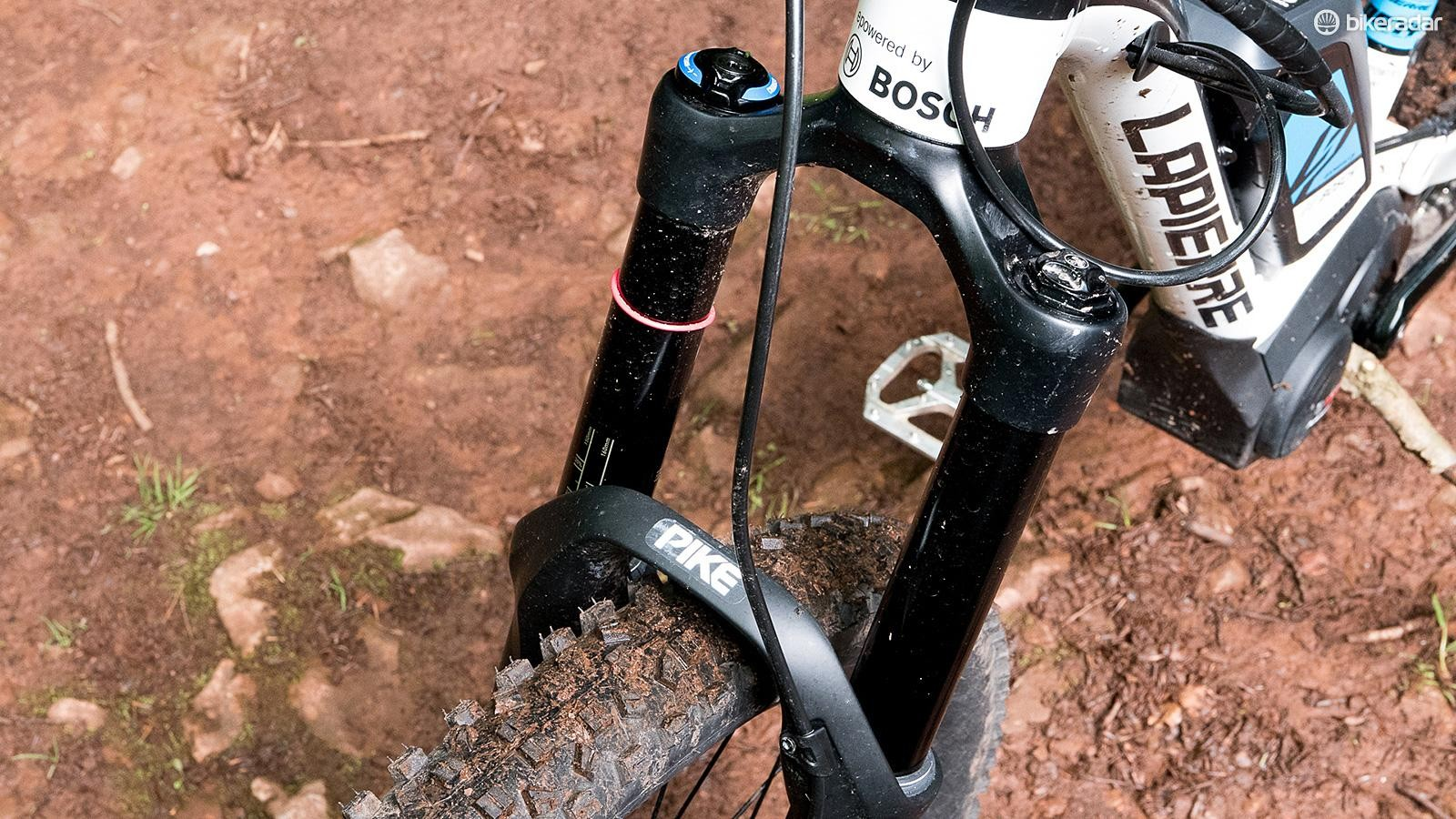 Fork travel from the Pike up front is reduced to 150mm compared with the Spicy