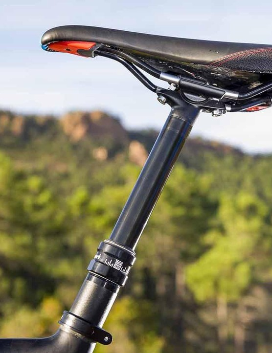 A RockShox Reverb dropper post is standard issue too