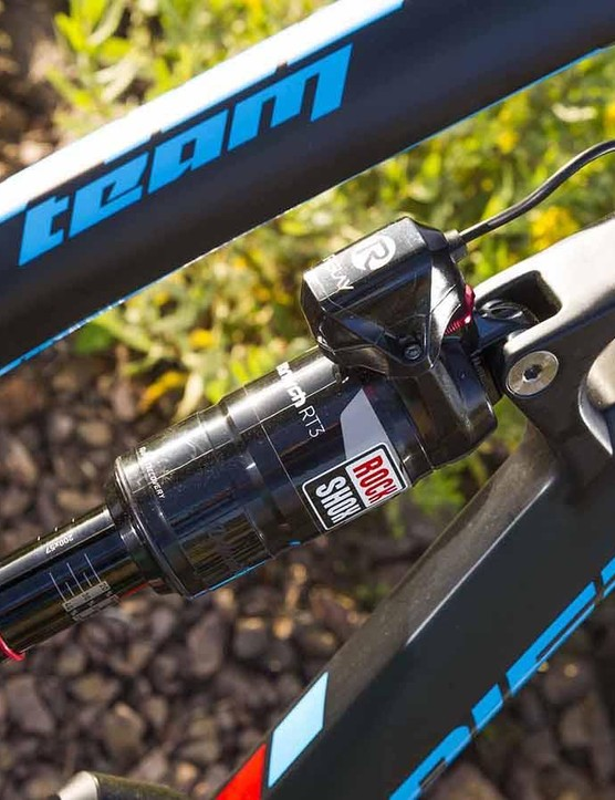 The Monarch RT3 shock uses the automatically adjusting E:I shock system