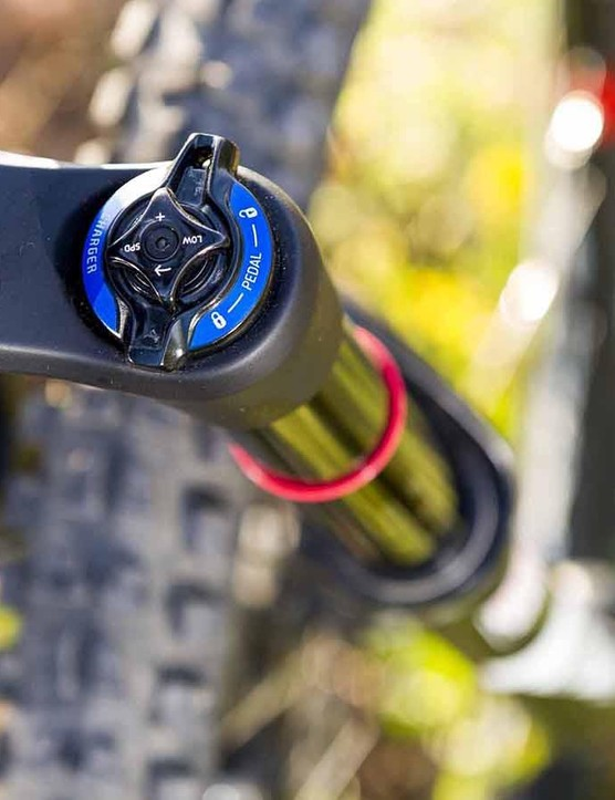 A 160mm RockShox Pike RCT3 fork complements the 165mm on offer at the rear