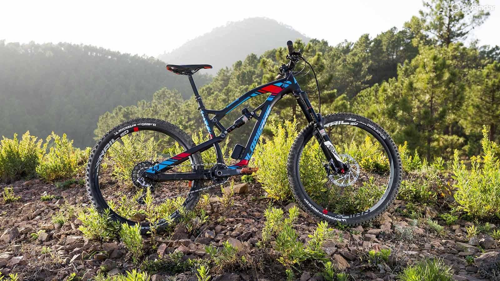 The 2016 Lapierre Spicy Team is an all-new design designed with a racing focus
