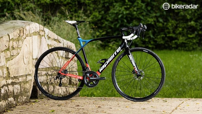 The Xelius SL Disc 600 is a fine-looking machine, especially in FDJ livery