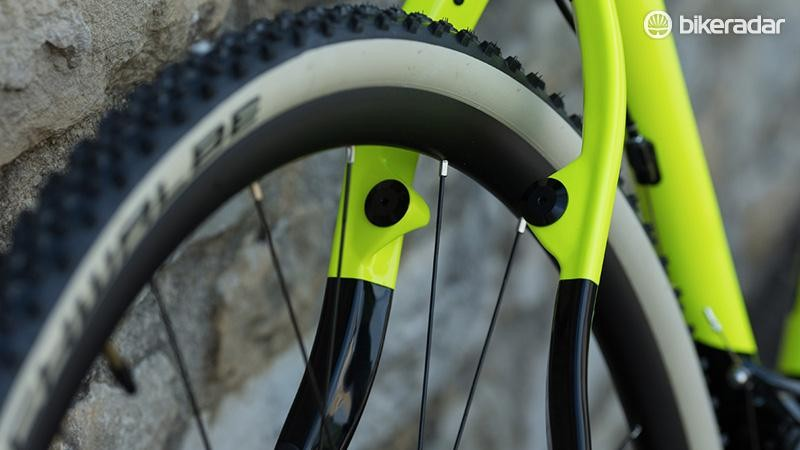 The Cross Carbon features both a flat disc mount and canti bosses at the rear