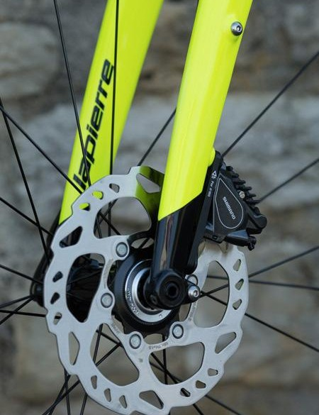 The cable routing enters and exits the rear seatstays