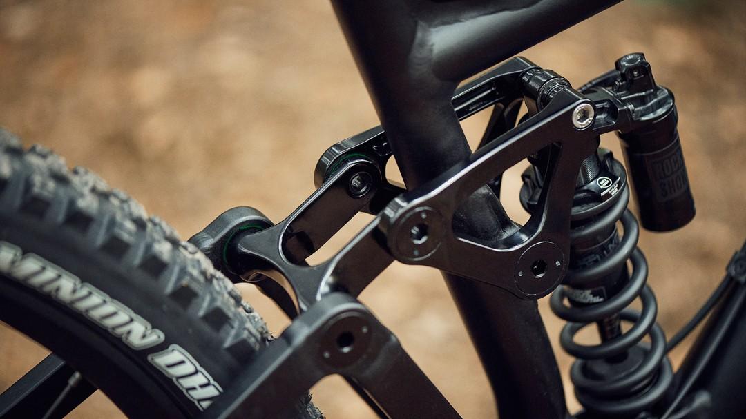 The single pivot suspension uses a slightly unusual linkage design