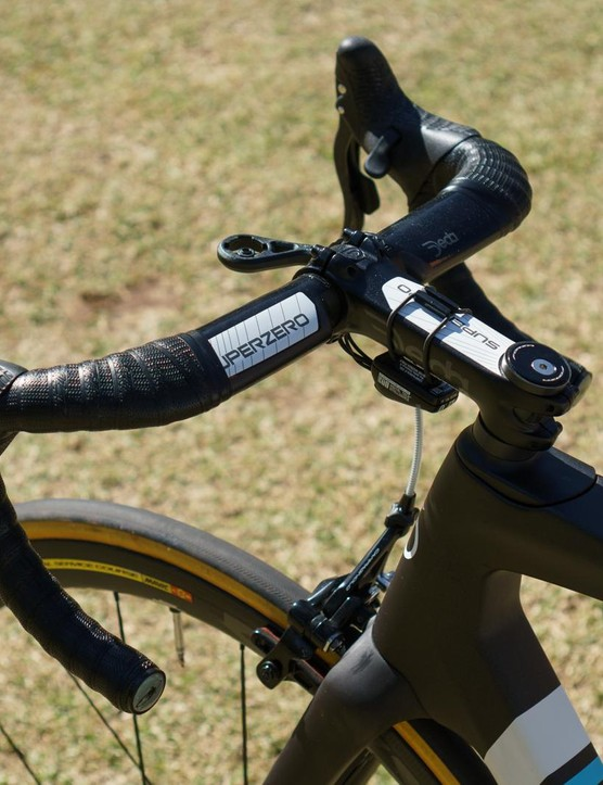 The Deda Superzero cockpit is coated in a sparkly glitter finish