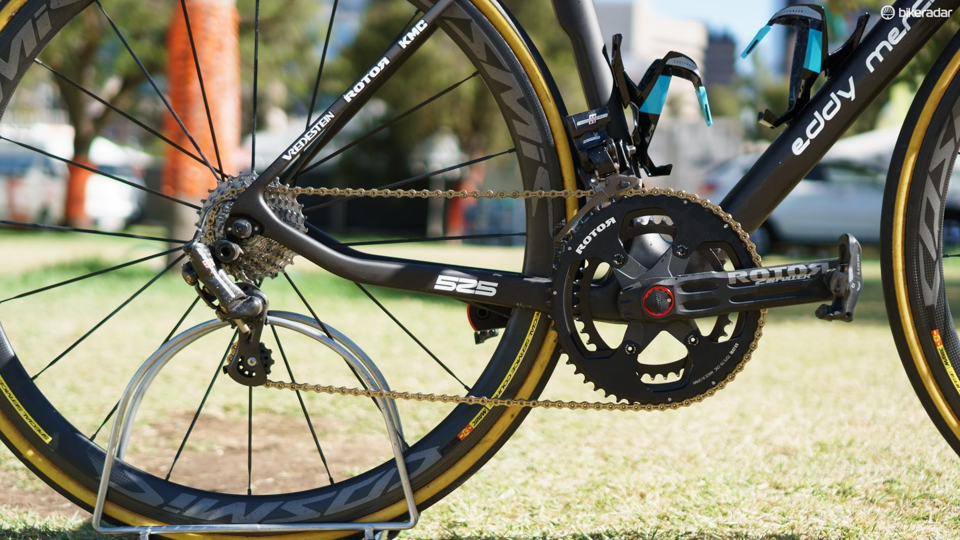 The bike uses a mix of Rotor, Campagnolo, Shimano and KMC components for the drivetrain