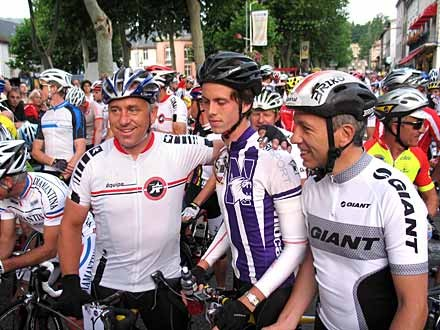 The LeMond family: Greg (L) and son Geoffrey at the 2007 start line.