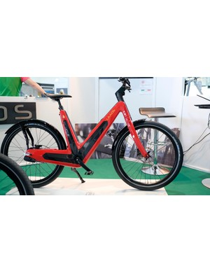 Available in 250w or 500w versions, the Leaos Pure e-bike gets a carbon frame and uses a continuously variable transmission from Nuvinci