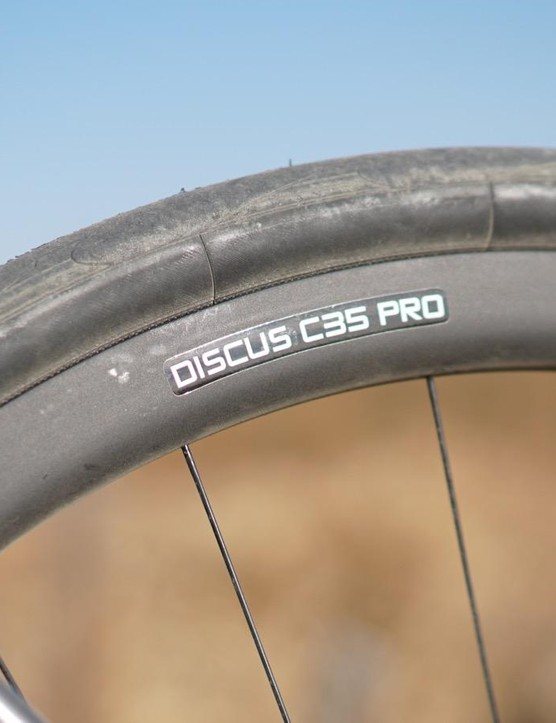 I rode the bike with 3T's Discus C35 PRO wheels, which at 1,787g aren't exactly feathery, but the 19mm internal rim width plumps up the 32mm Conti clinchers nicely