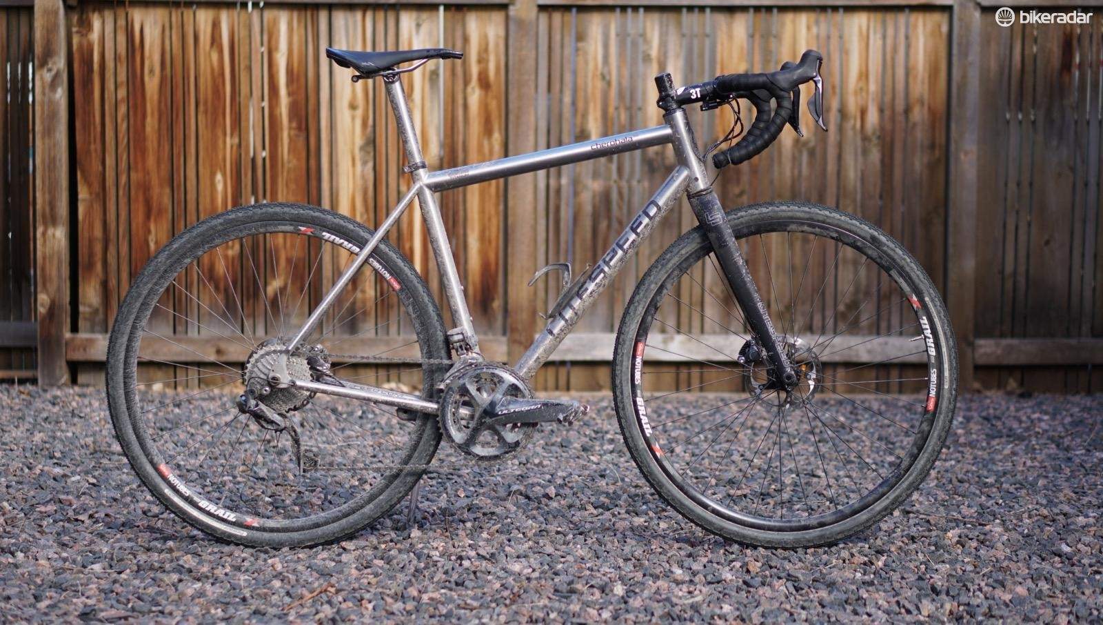 I also tested the bike quite a bit with Stan's Grail wheels and Panaracer 40mm GravelKing tubeless tires