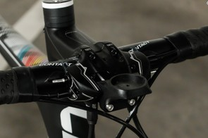 To overcome the issue of chunky hoods on hydraulic disc bike brakes, Liv mounts the reservoir separately on the handlebars